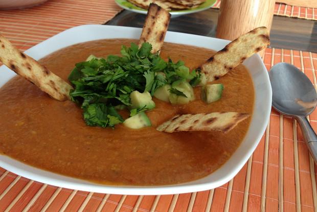 Томатный суп с тортильей, тыквой и авокадо