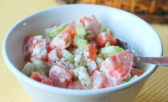 Легкий салат с помидорами и сельдереем