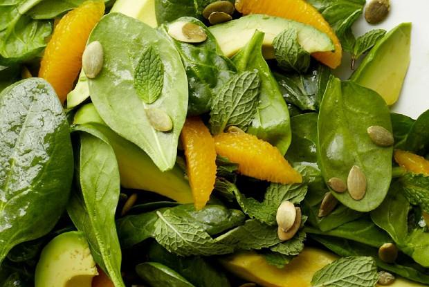 Салат из молодого шпината с авокадо и апельсином