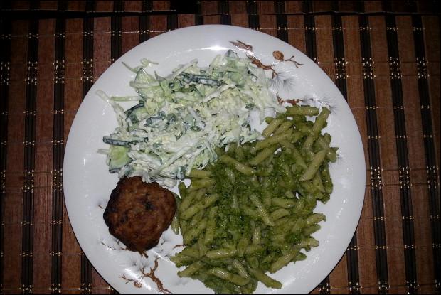 Зеленая паста со шпинатом, спаржей и козьим сыром