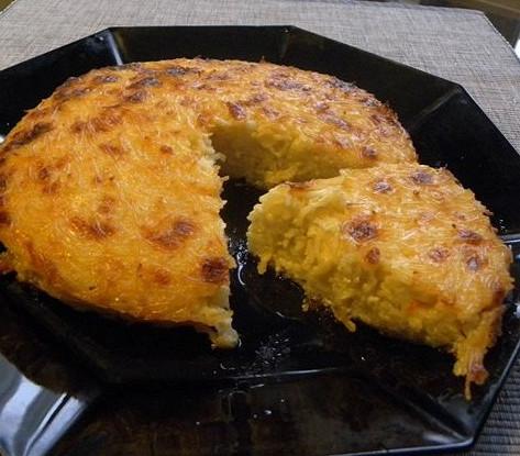 Вермишелевая запеканка с чесноком и соевым соусом