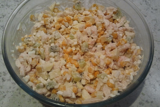 Салат с киви и креветками