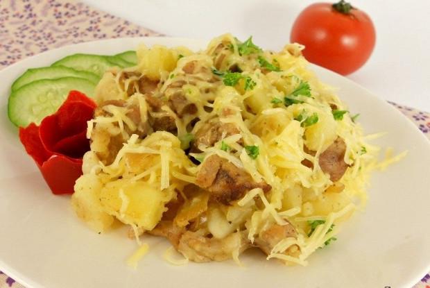 Картофель с индюшиным мясом и сыром