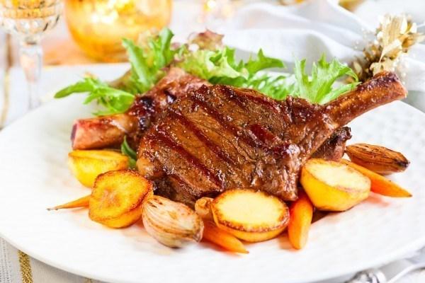 Свинина на кости с картофелем