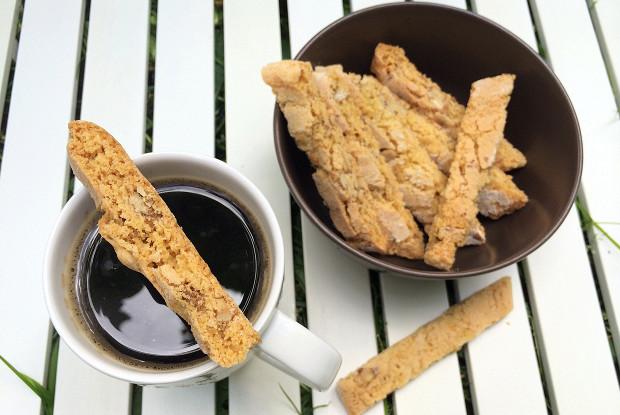 Кукурузные бискотти с грецким орехом