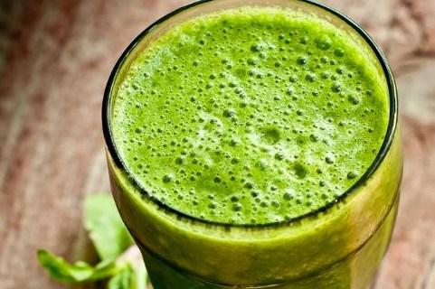 Зеленый смузи с апельсиновым соком