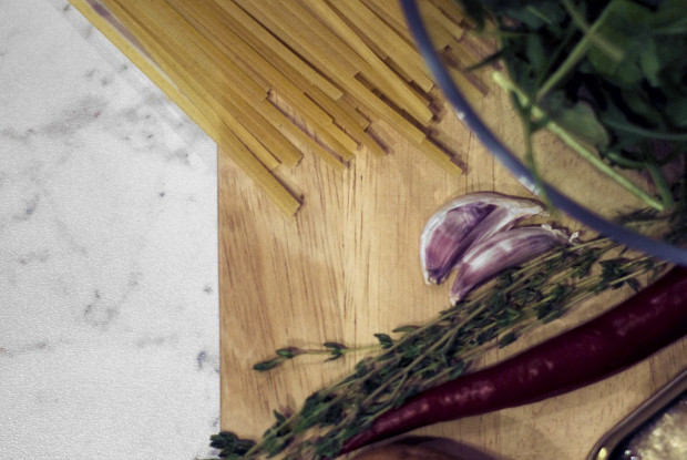 Острые спагетти с сардинами и чили