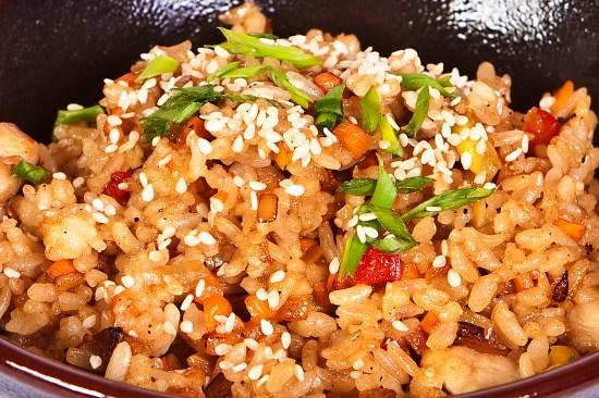 Тайский жареный рис с маслом арахиса