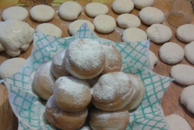 Пончики из сдобного теста