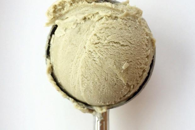 Мороженое с кокосом и авокадо