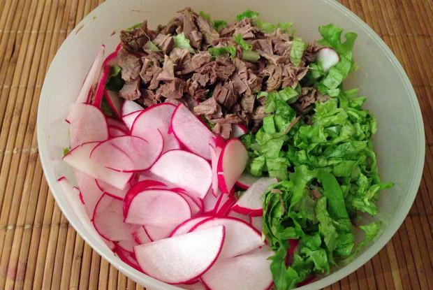 Салат с говядиной и редисом