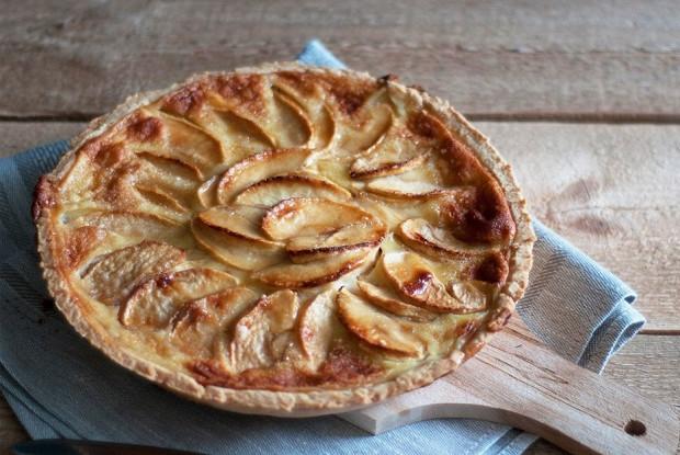 Пирог с яблочно-сливочной начинкой