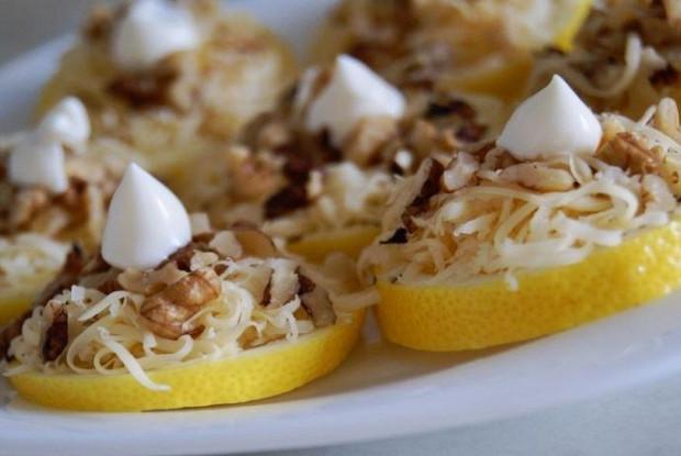 Лимонная закуска с майонезом и сыром