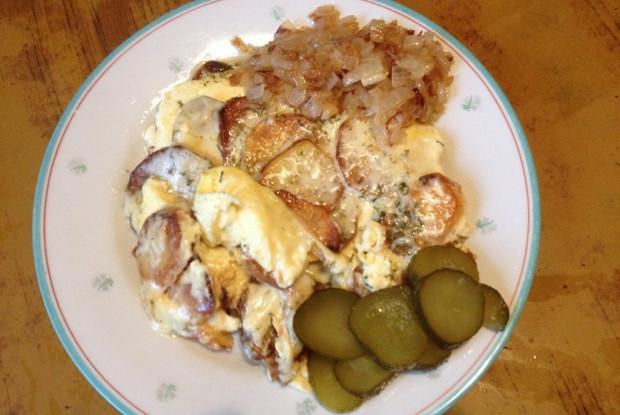 Яичница с картофелем и сыром