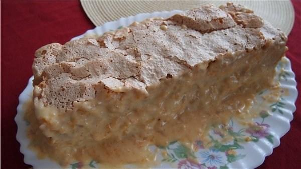 Безе-торт с лимонным кремом и орехами