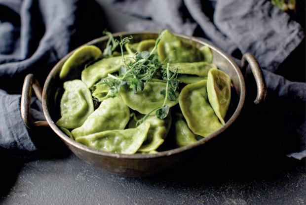 Зеленые вареники со шпинатом и брынзой