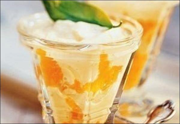 Простой десерт из йогурта и мандаринов
