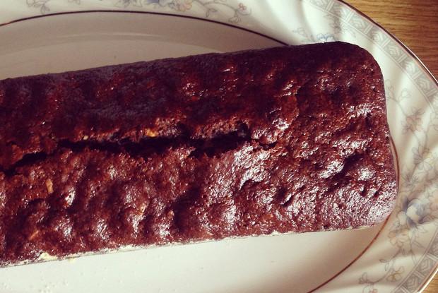 Шоколадно-медовая коврижка с изюмом и орехами