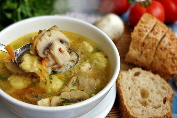 Гречневый суп с грибами и картофельными клёцками