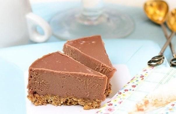 Шоколадный торт с кешью и финиками (без выпекания)