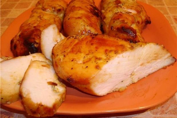 Куриные грудки а-ля пастрома на подушке из яблок