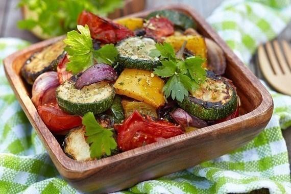 Теплый салат из запеченных баклажанов и цукини