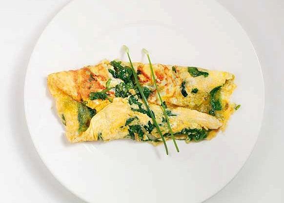 Омлет с зеленым луком и зеленым сыром