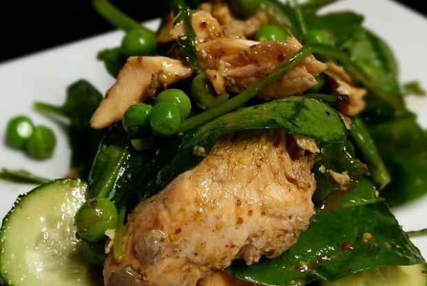 Филе лосося с овощами в горчичном соусе