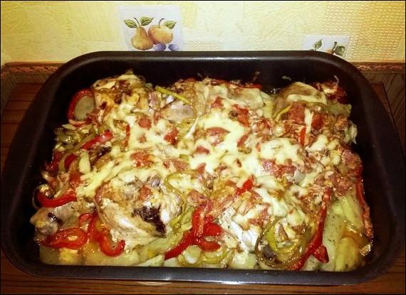 Запеченная курица в сливочном соусе с овощами и картофелем