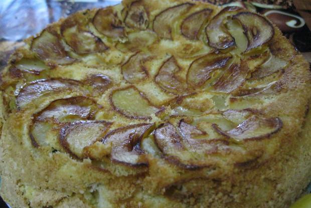 Яблочная шарлотка с кукурузной мукой