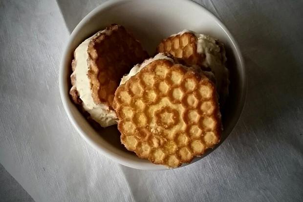 Мороженое с медом и соленым крекером