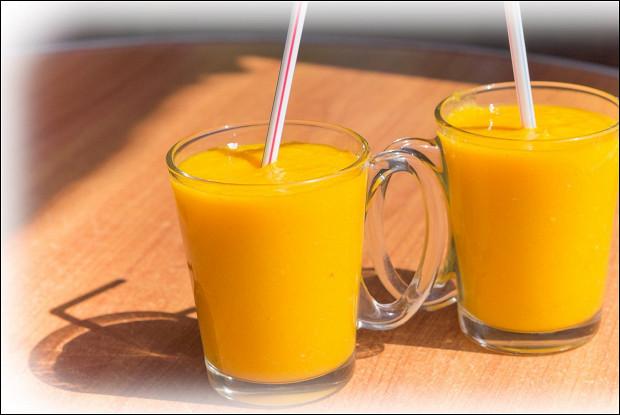 Фруктовый манго-апельсиновый коктейль