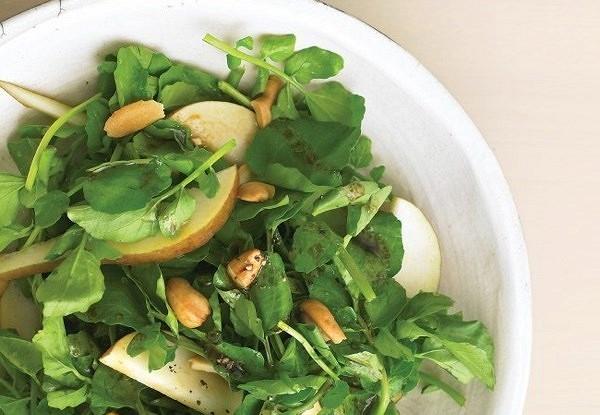 Салат с грушами и орехами кешью