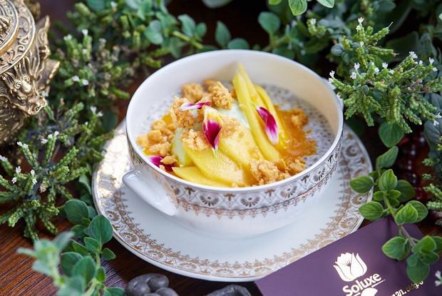 Чиа с фисташковым мороженым и манго