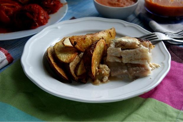 Пангасиус запеченный с яблоками и корицей в сливках