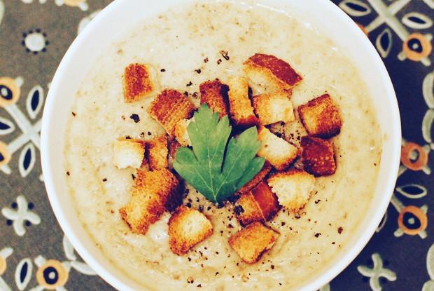 Крем-суп из шампиньонов и картофеля с гренками