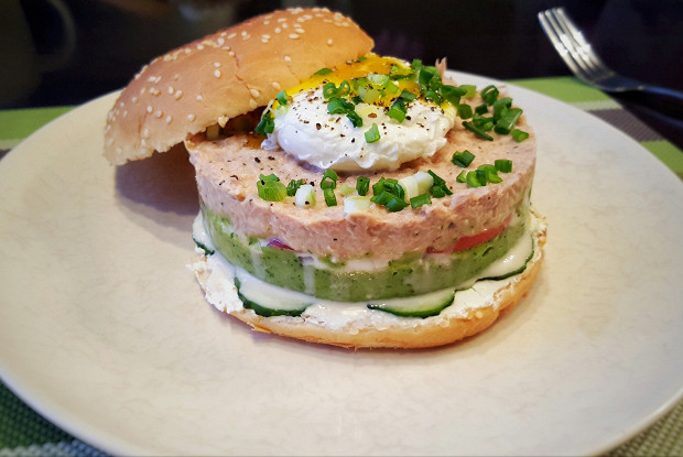 Бургер с тунцом и гуакамоле