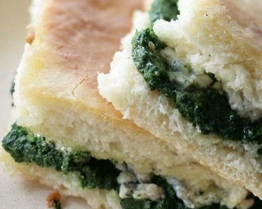 Пирожки со шпинатом и голубым сыром