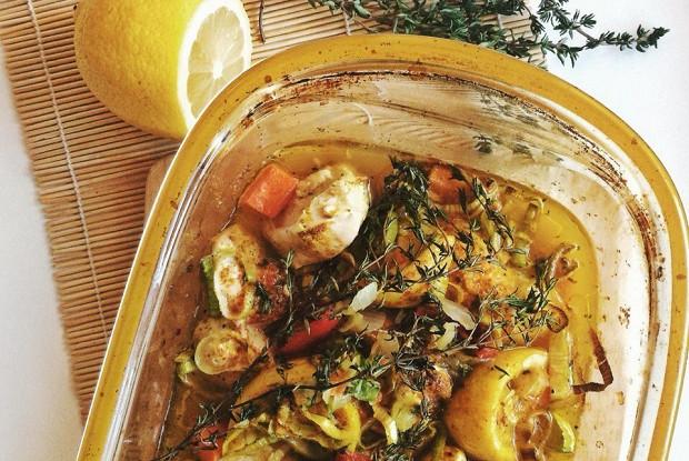 Куриное филе в лимонном соке с овощами и тимьяном