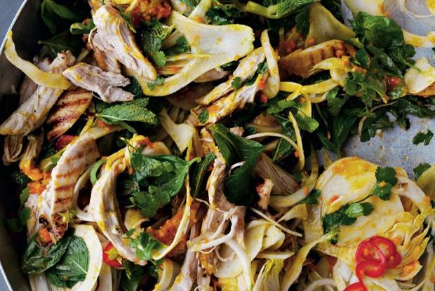 Салат из курицы с шафраном и зеленью