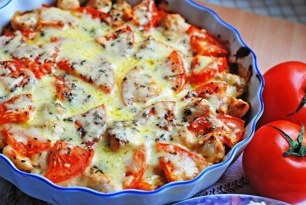 Куриное филе запеченное с овощами и сыром