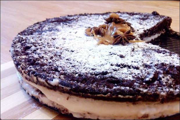 Пористый шоколадный торт с панна коттой