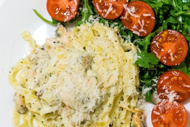 Феттучини с креветками под сливочным соусом
