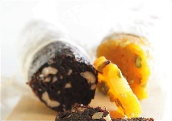 «Колбаска» из лесных орехов и чернослива