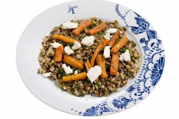 Маш с печеной морковью и сыром фета