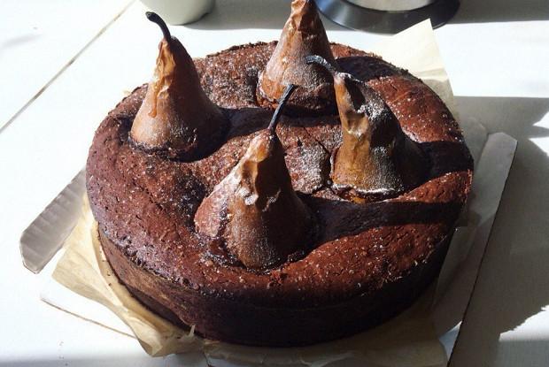 Шоколадный пирог-фондан с грушами и жидким центром