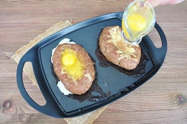Шницель из домашнего фарша с яйцом