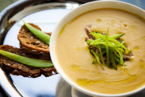 Крем-суп из нута с утиной грудкой от шеф-повара Mercedes bar Артема Сергеева