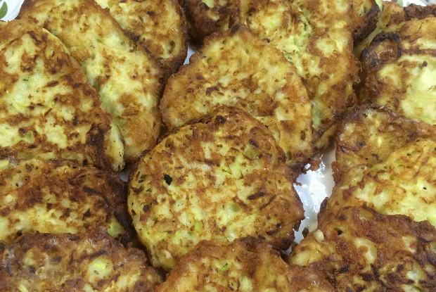 Оладьи из кабачков с тертым сыром и чесноком