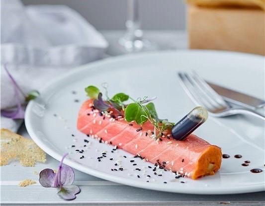 Ролл из тунца с печеным бататом и соусом терияки